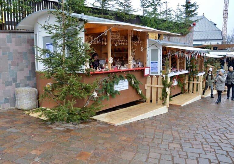 Mercatini di Natale Alto Adige 02 Casetta di legno con prodotti tipici